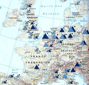 Abbildung 10: Übersichtskarte Mitteleuropas, die eine Vielzahl von Kupferschmelzhütten (hellblaue Dreiecke) und Kupferraffinerien (dunkelblaue Dreiecke) aufweist